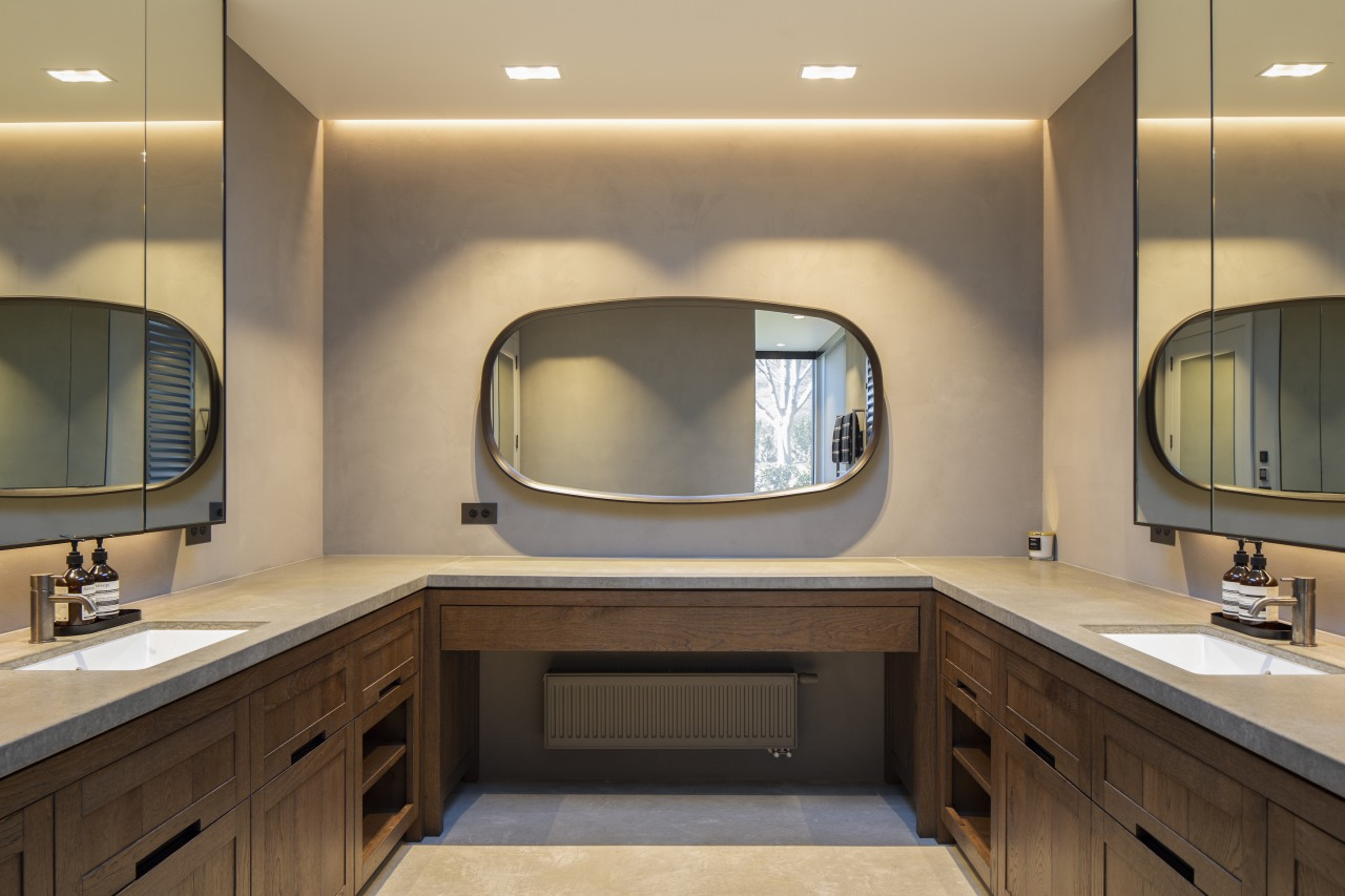 The lounge? No, the bathroom. Furniture-like cabinetry and