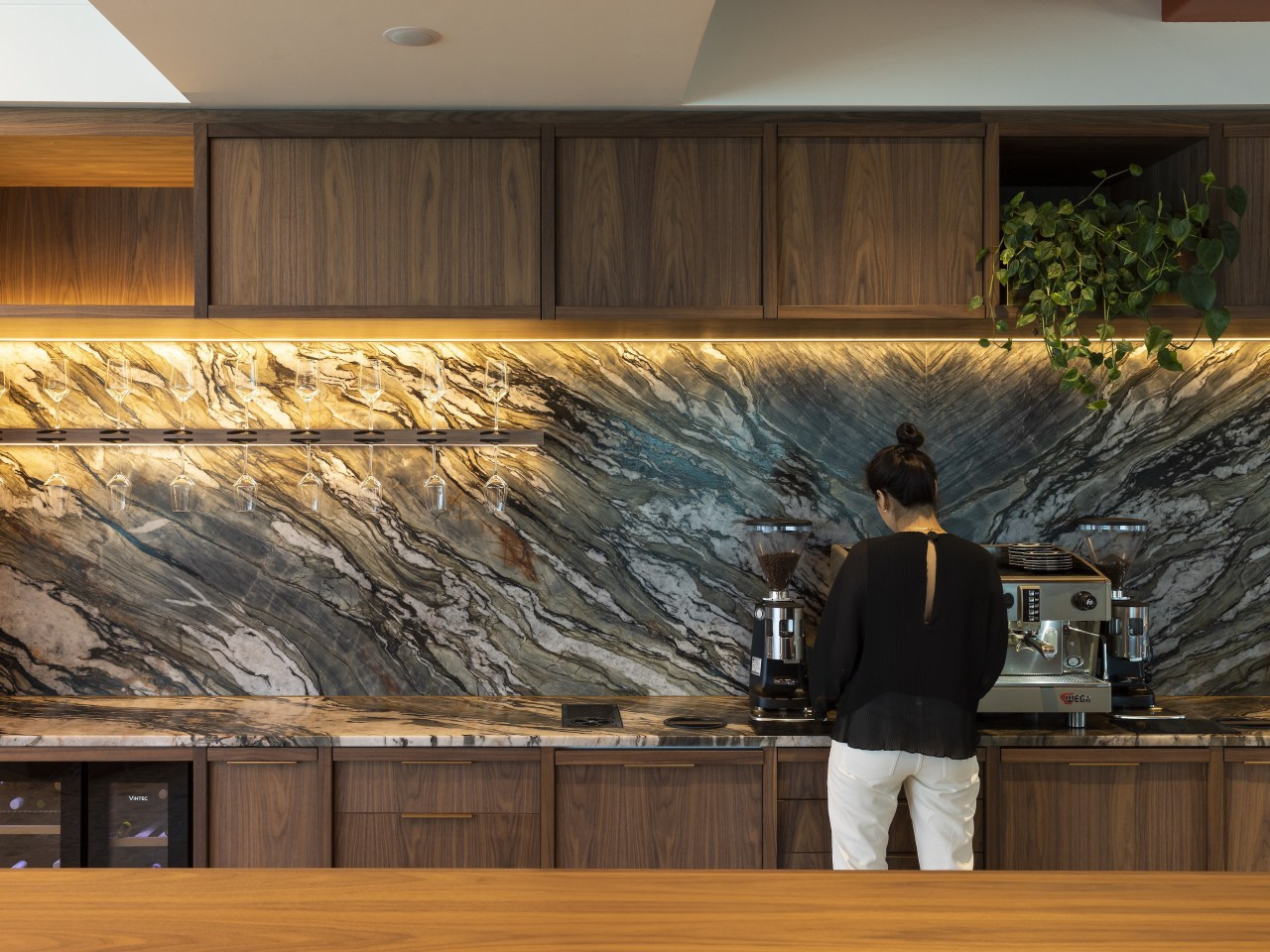 The studio's full open kitchen servery with feature