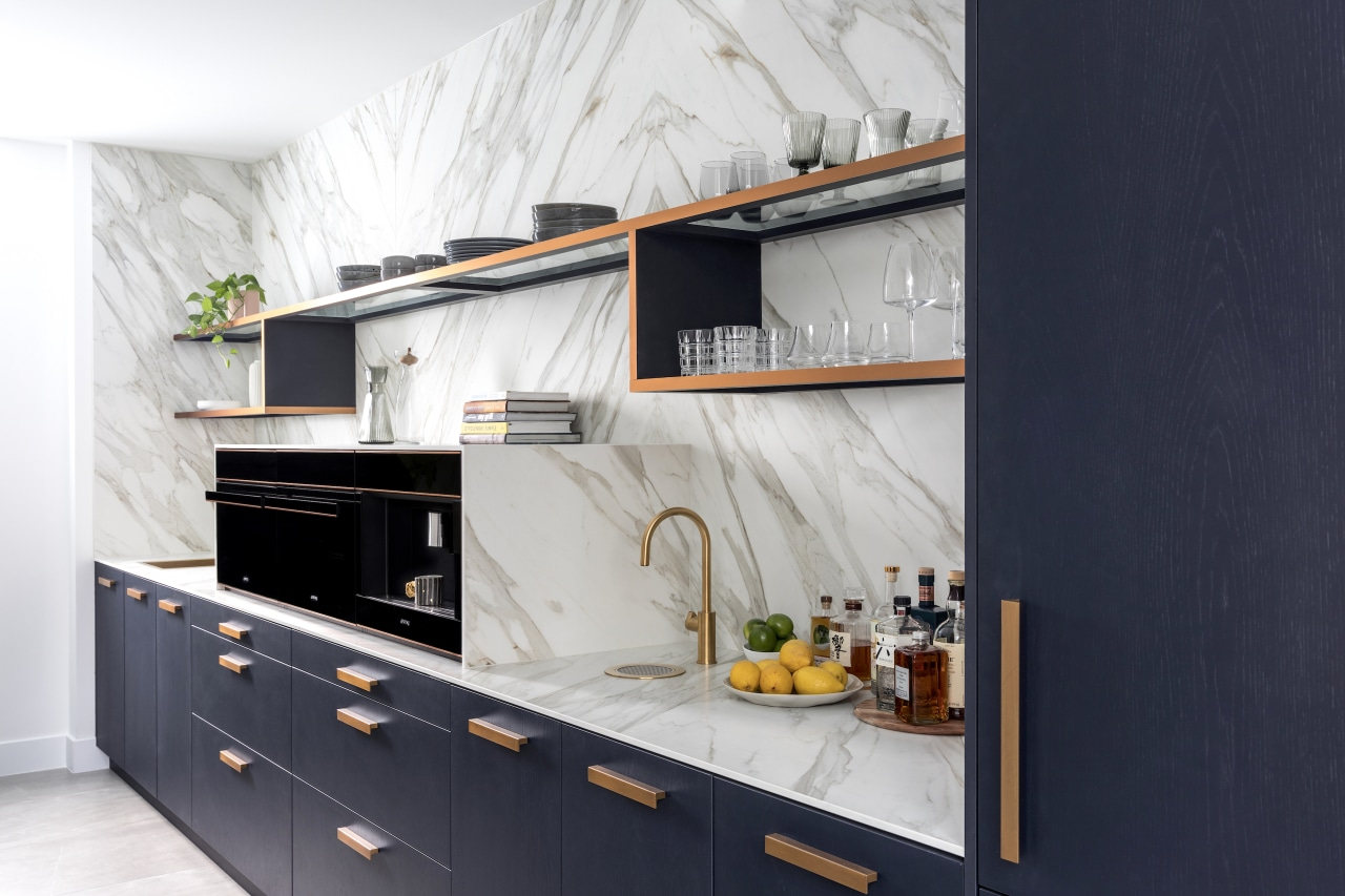 The connected yet discreet butler's pantry.