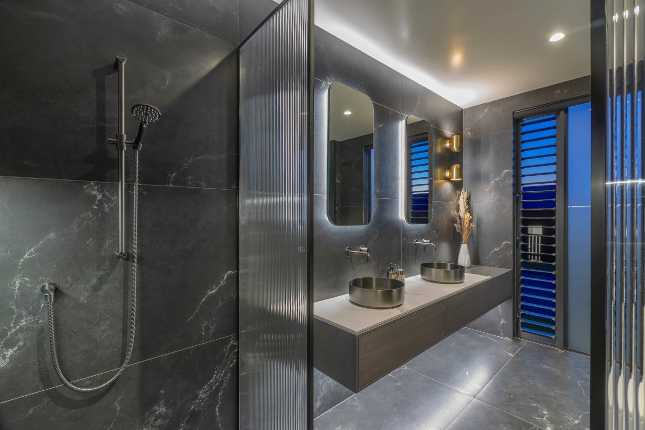 On-trend reeded glass shower screens with corrugated texture