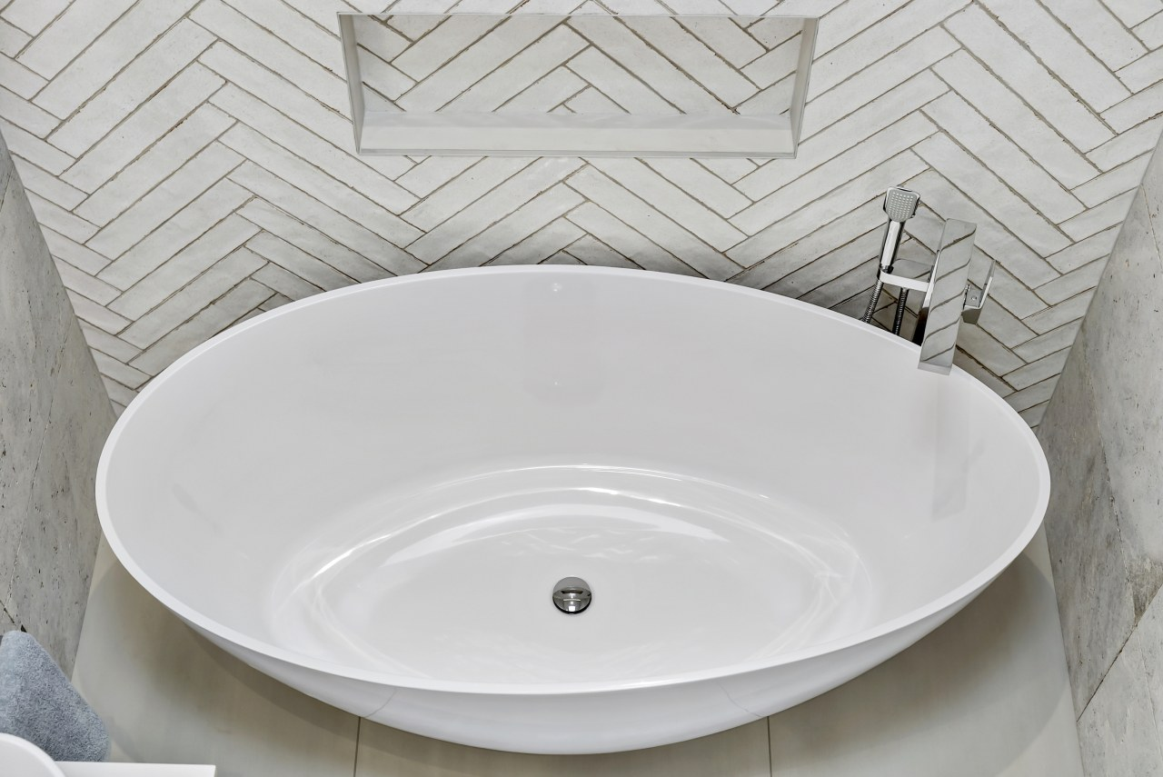 The basin and mirrors were all curved to