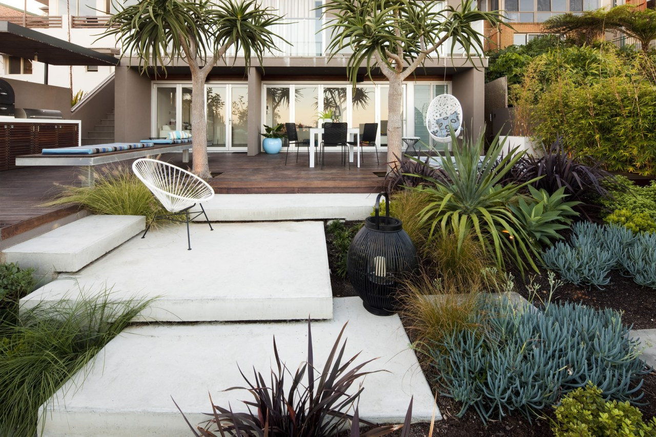 Landscaping trends 2021 garden pavers -