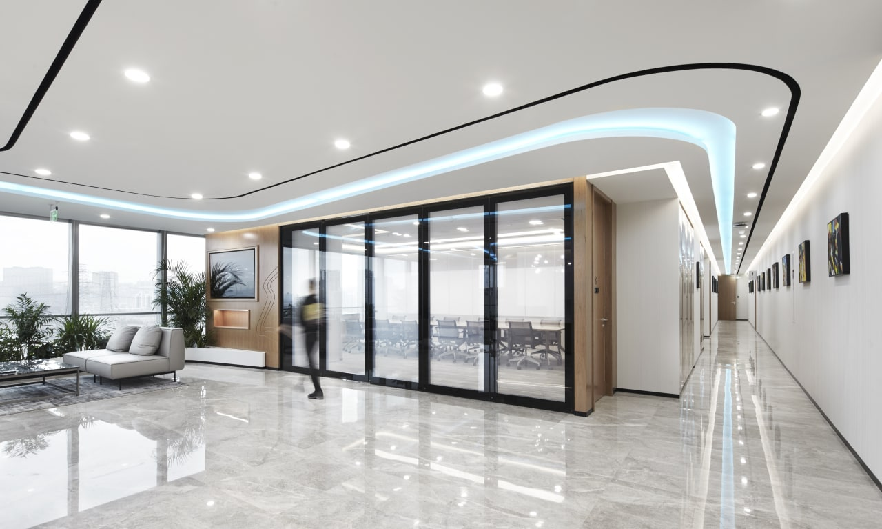 The meeting rooms use a polarised electronic glass