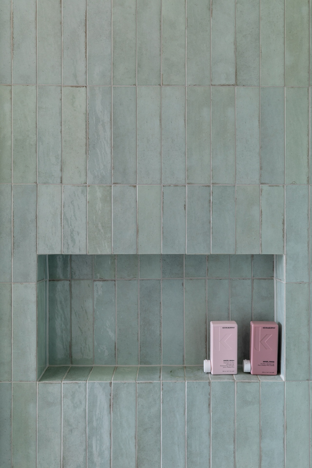 The edgy Tribeca Seaglass Mint subway tile has