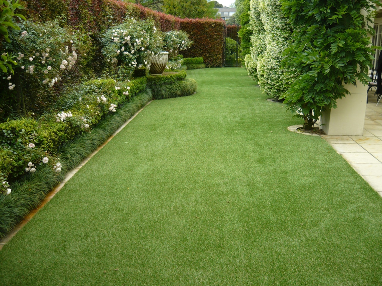 B4C3C Wmlowery Flyer - artificial turf | backyard artificial turf, backyard, garden, grass, grass family, groundcover, landscape, landscaping, lawn, plant, shrub, yard, green, brown
