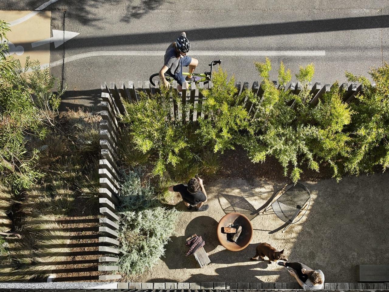 Architect: Liam WallisPhotography by Tess Kelly plant, tree, vehicle, black, gray