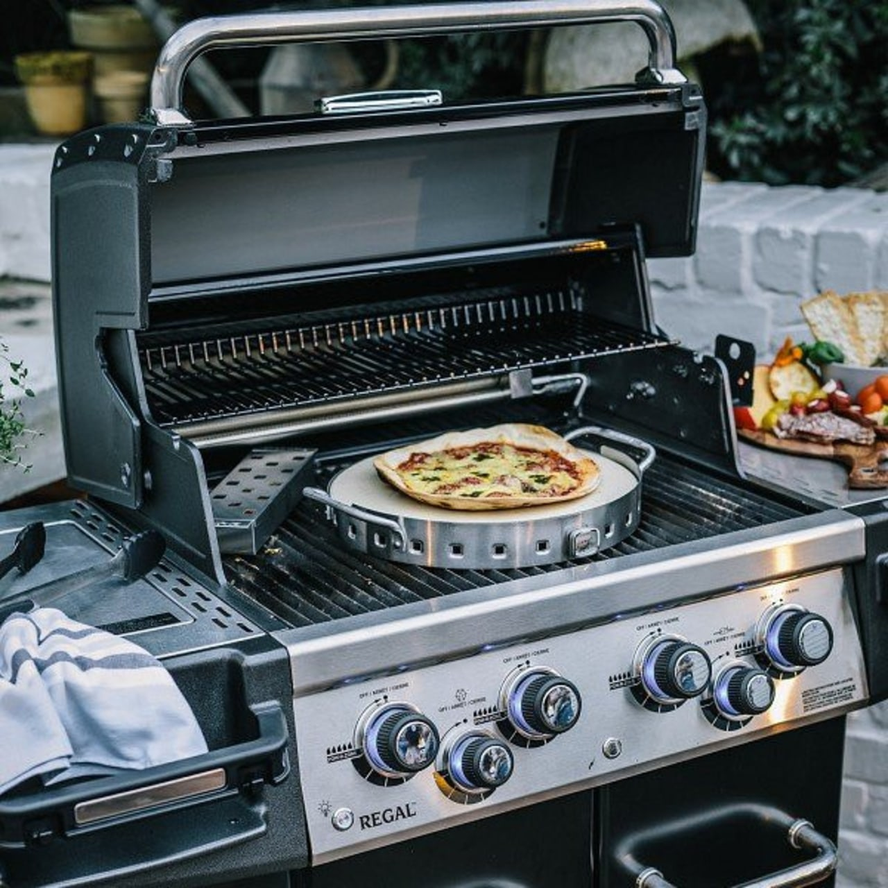 Baking pizza on a BBQ? Of course! barbecue grill, grilling, home appliance, kitchen appliance, outdoor grill, black, gray