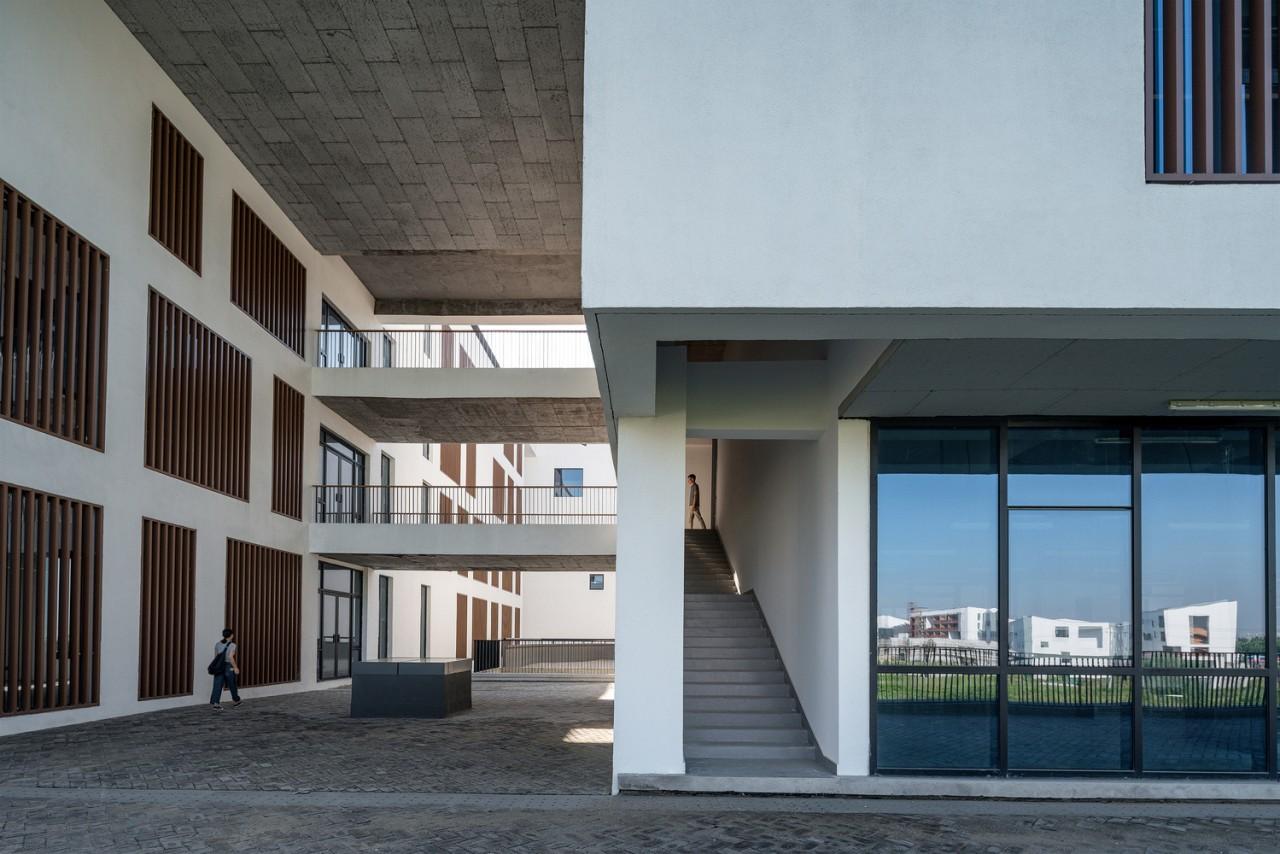Gallery 8 - architecture | building | condominium architecture, building, condominium, facade, house, window, gray, black