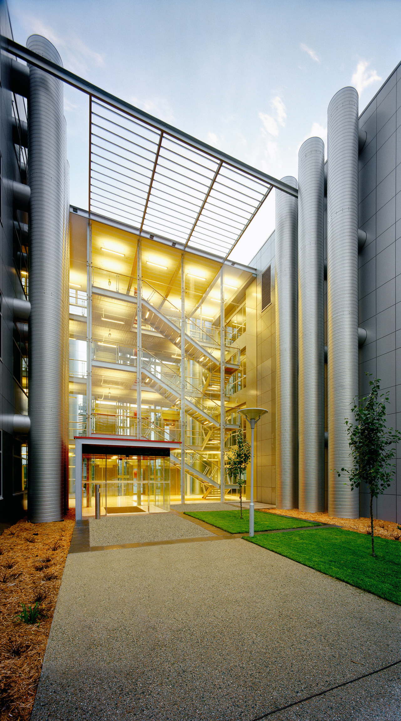 view of he entry to the buiking and architecture, building, commercial building, condominium, corporate headquarters, daylighting, facade, mixed use, real estate, white