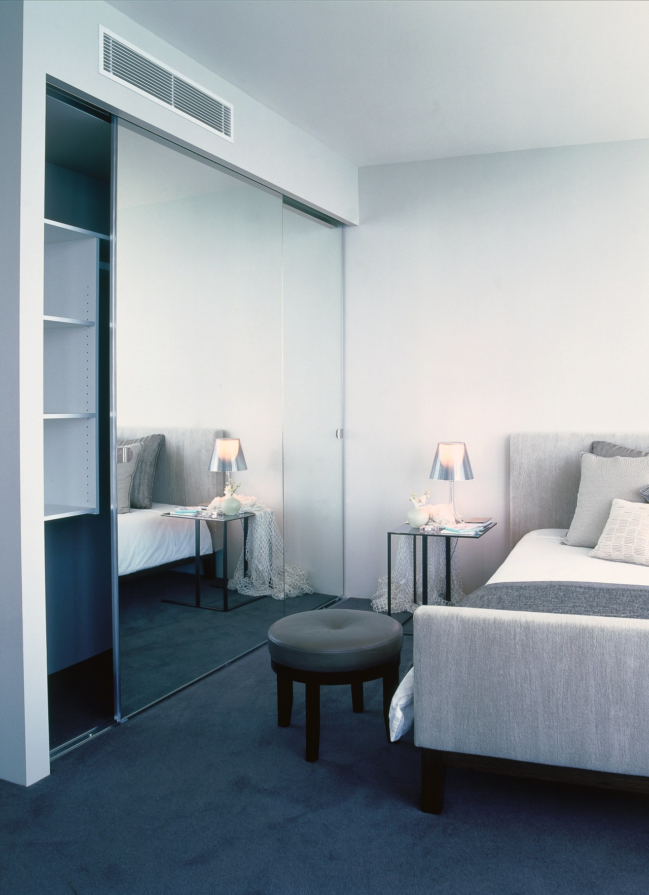 Bedroom with cream walls and bedding and mirror ceiling, furniture, interior design, room, gray, white