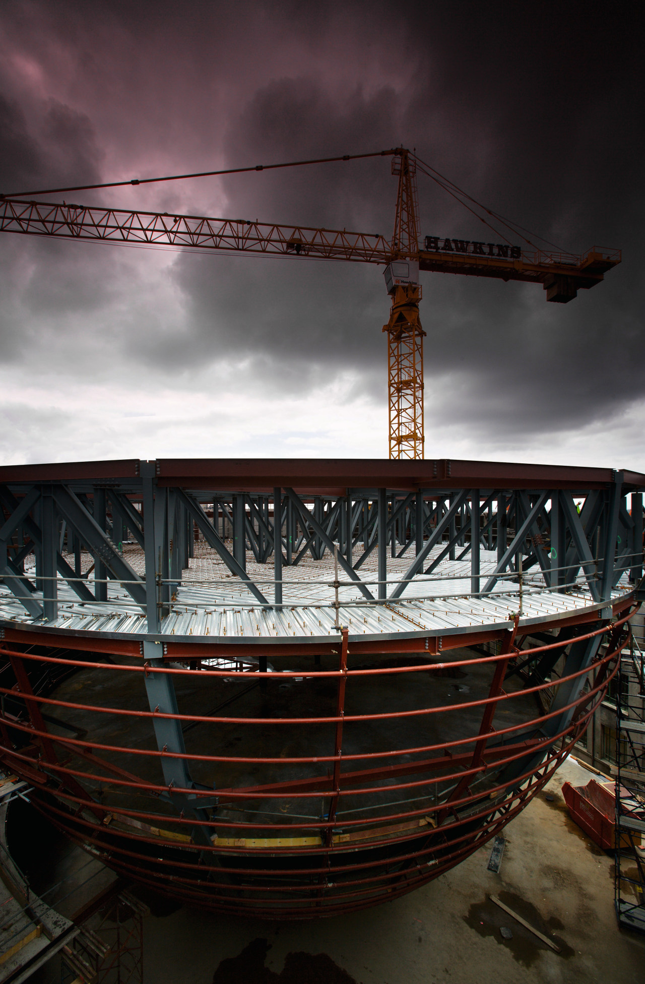 A view of the steel structure of the reflection, sky, water, black