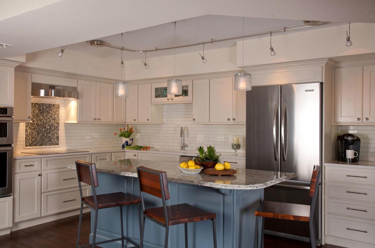 Off-white perimeter cabinetry and subway tiles impart a cabinetry, countertop, cuisine classique, interior design, kitchen, room, gray