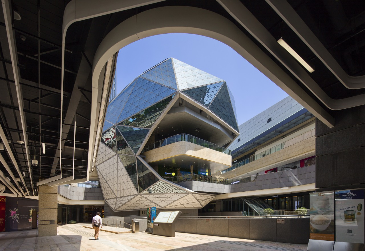 The lantern-like structure in the middle of the architecture, building, convention center, metropolitan area, mixed use, structure, black