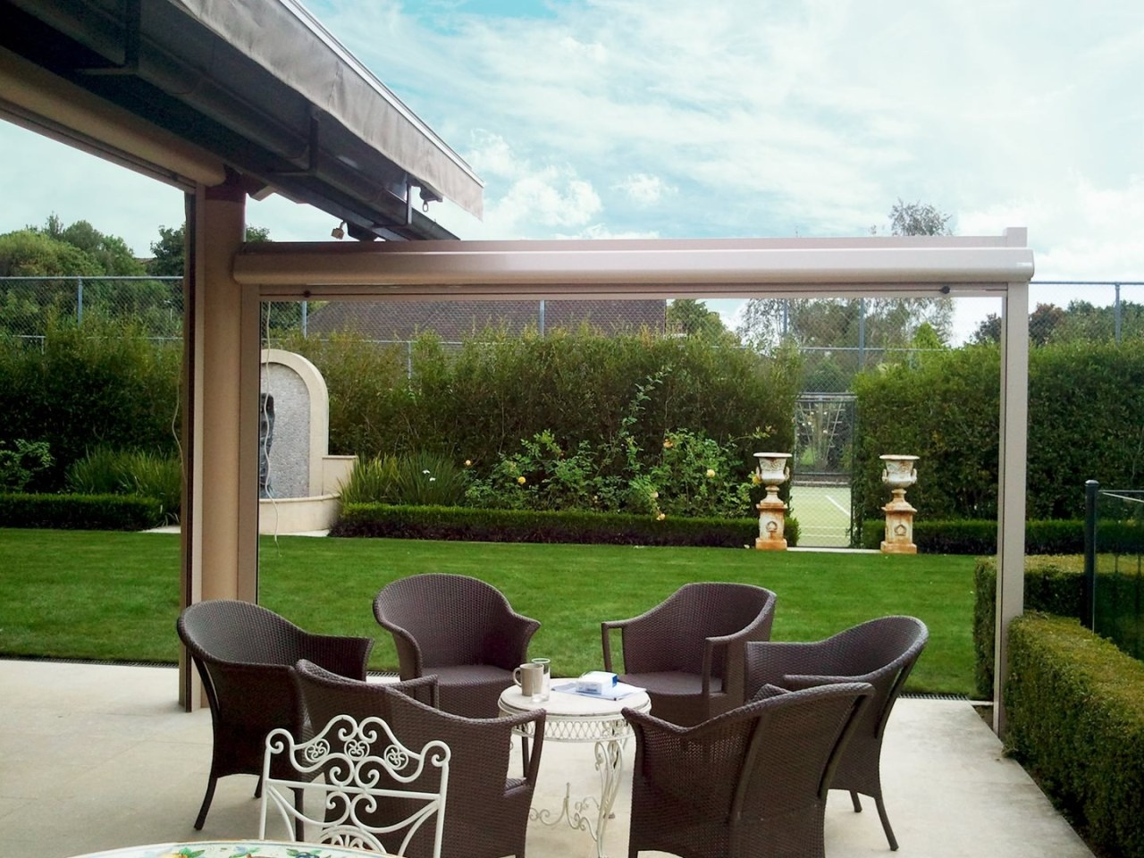 An outdoor courtyard that uses Calido Screens canopy, outdoor structure, patio, pergola, property, real estate, roof