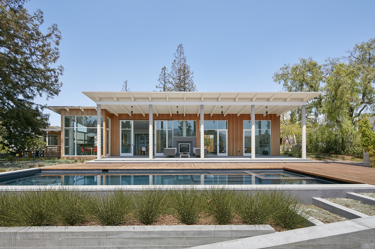 This modern-day California ranch house by Malcolm Davis