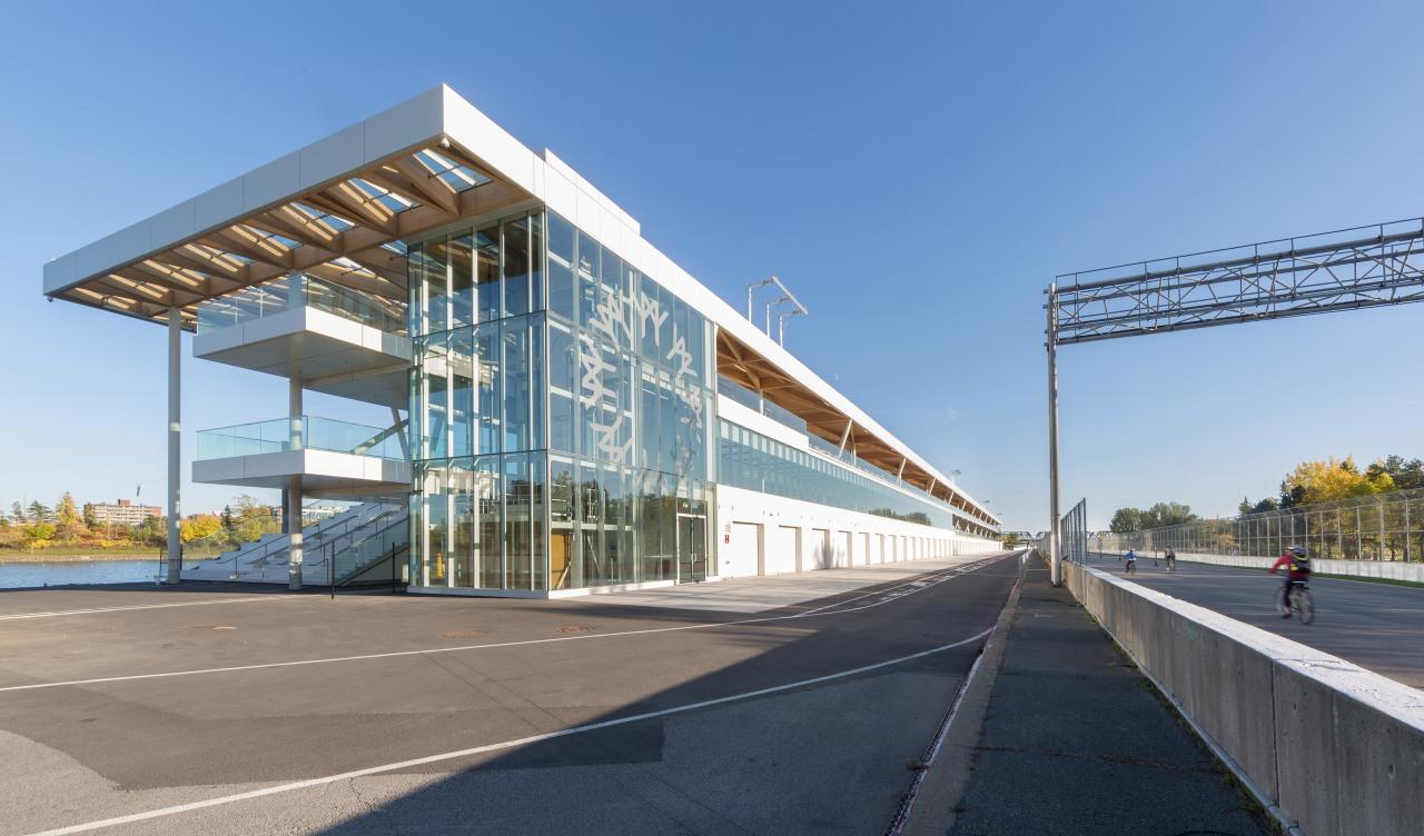 The Grand Prix building combines walk-in ground floor