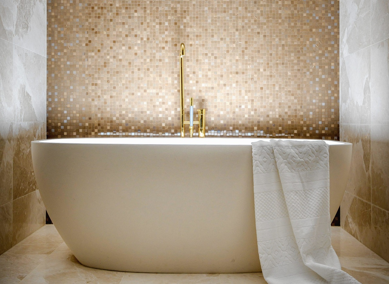 Bathed in luxury – large-format marble tile on
