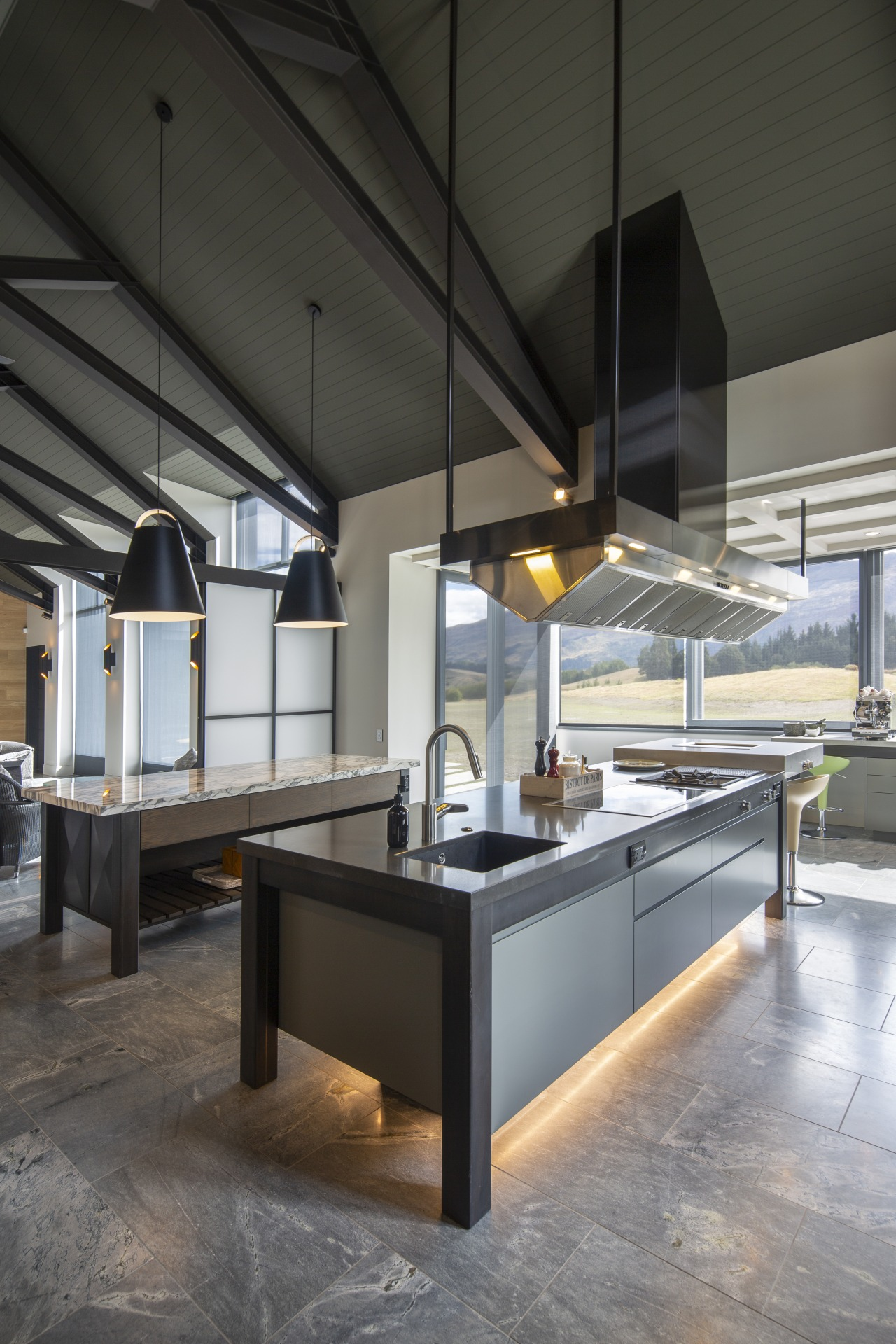 Two substantial islands take centre stage in this black, gray