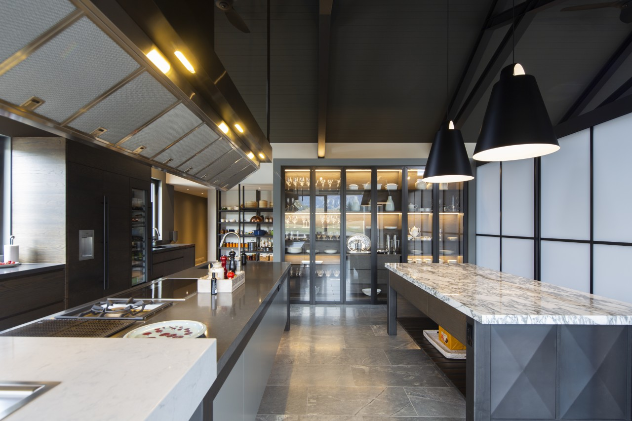 ​​​​​​​Varied overheads – in this industrial chic kitchen, black, gray