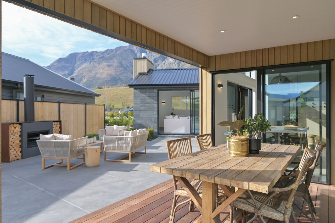 This expansive showhome by GJ Gardner Queenstown wraps