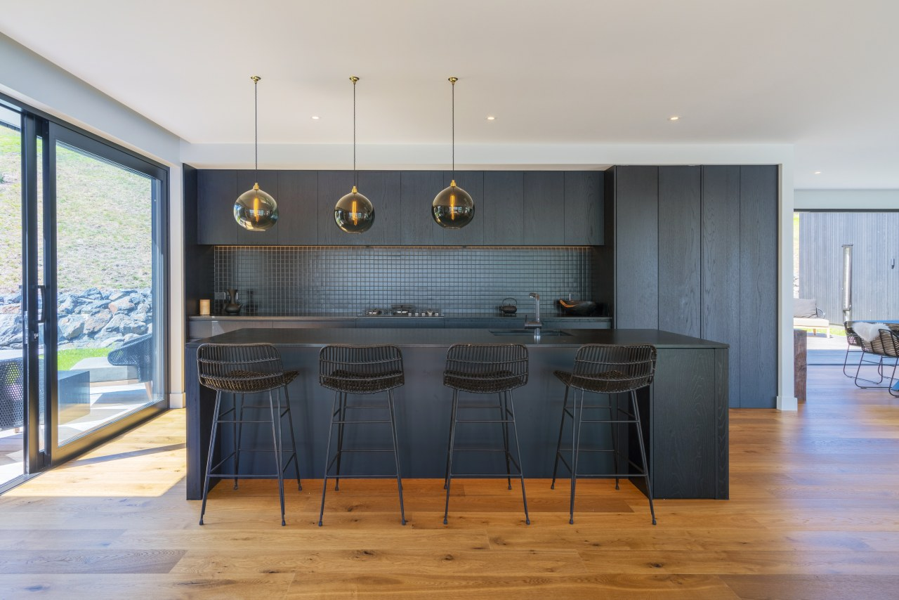 ​​​​​​​Dark, modern and decidedly minimalist, this kitchen aesthetic