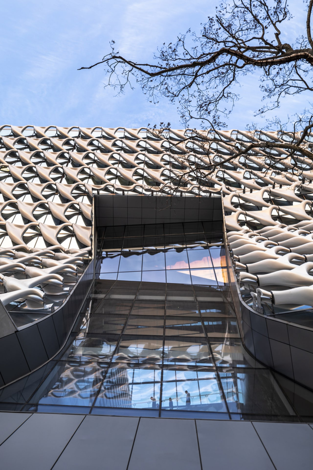 The extrerior was inspired by Kolon's severe-weather layered architecture, building, daylighting, daytime, facade, reflection, roof, sky, structure, black, teal