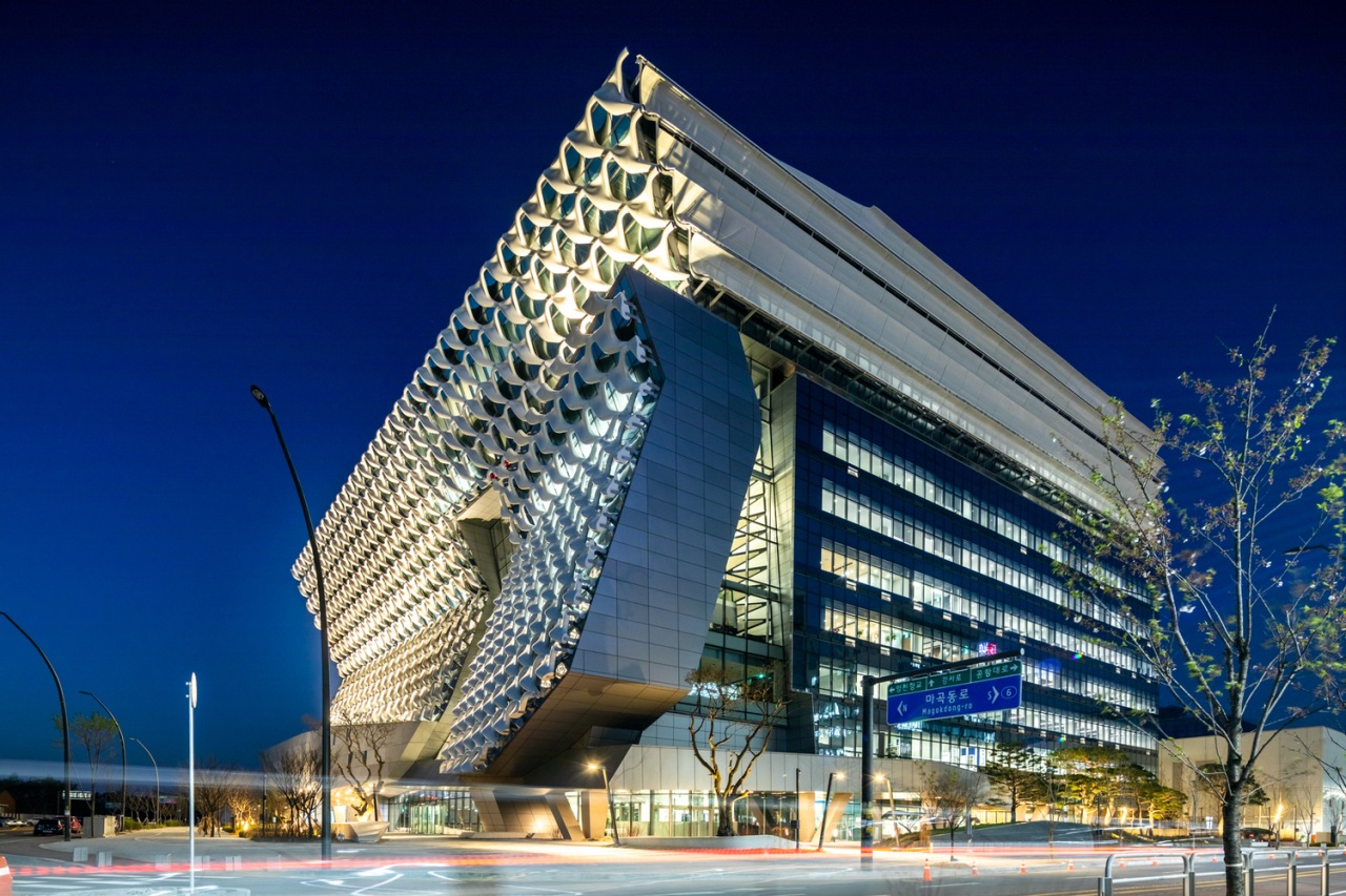 The building features spaces to fit various needs. architecture, building, city, commercial building, condominium, convention center, corporate headquarters, facade, headquarters, hotel, landmark, metropolis, metropolitan area, mixed use, night, reflection, sky, skyscraper, structure, tower block, blue