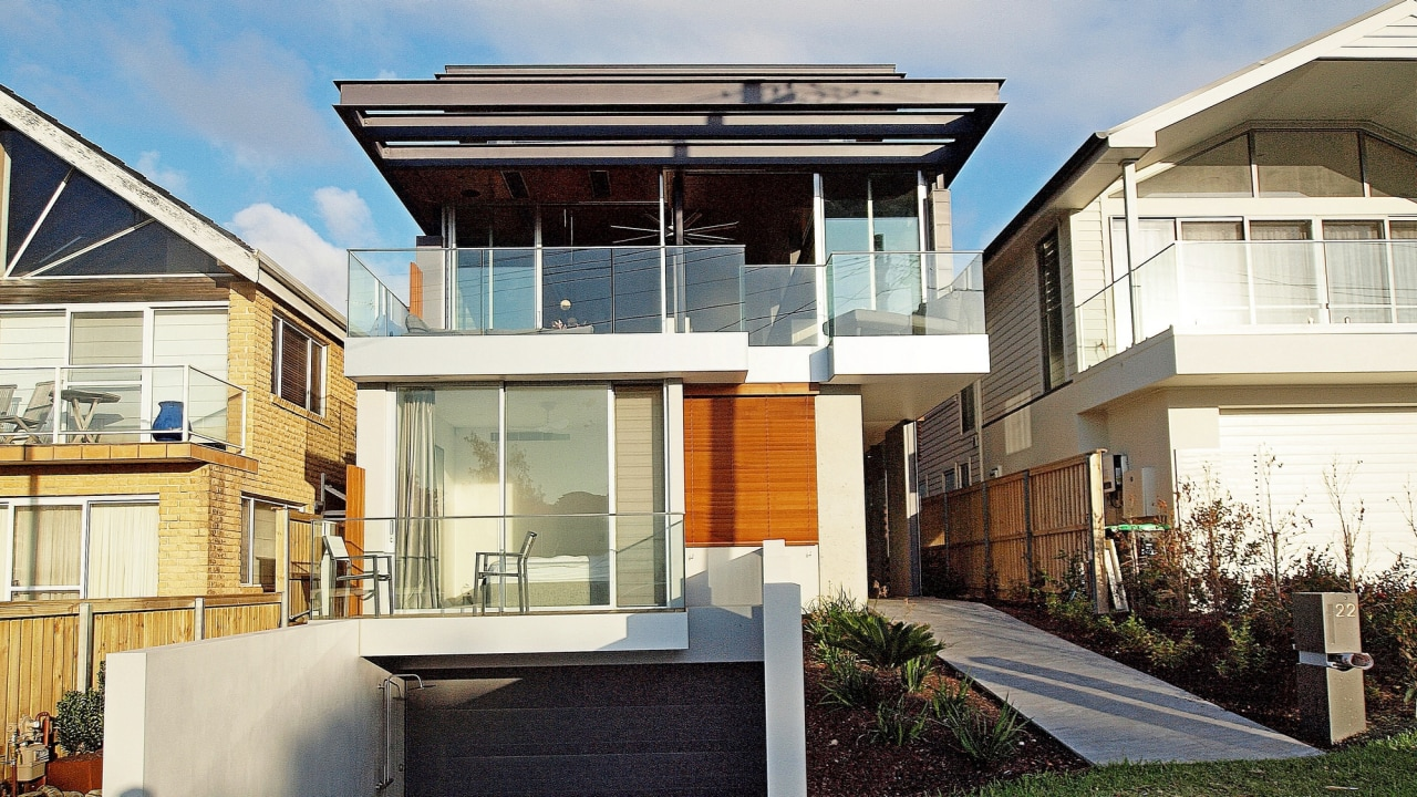 Roar Northcurlcurl House 07S - architecture | building architecture, building, elevation, estate, facade, home, house, neighbourhood, property, real estate, residential area, roof, siding, window, white