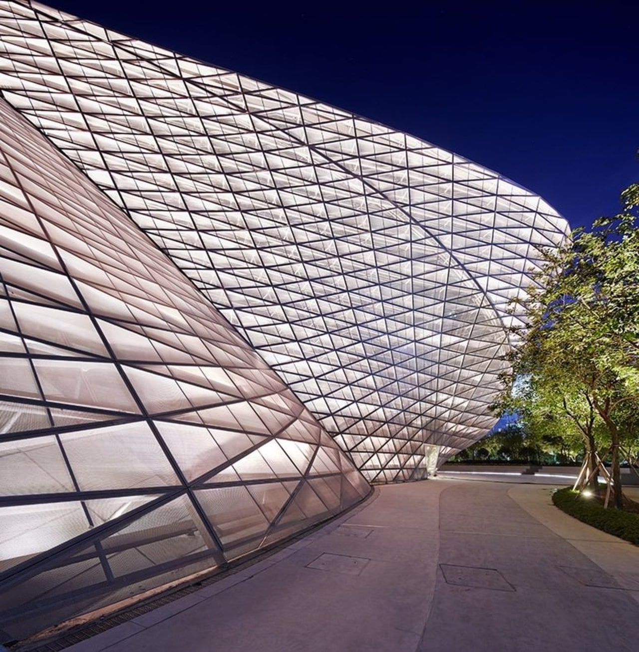 This part of the structure hangs out over architecture, building, commercial building, condominium, corporate headquarters, daylighting, daytime, facade, headquarters, landmark, metropolitan area, residential area, roof, sky, structure, white