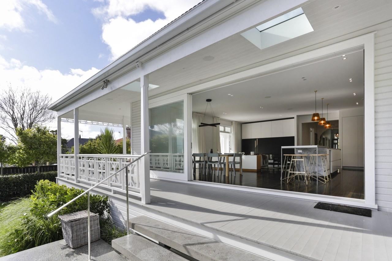 Winner – Matt Brew Architect – 2018 TIDA home, house, property, real estate, window, gray, white