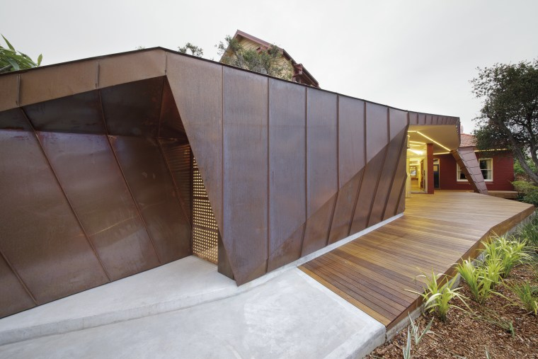 Strong identity house addition with copper cladding | Trends