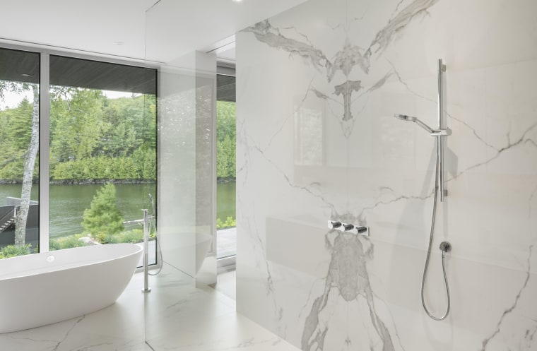 The large porcelain panels in this bathroom architecture, bathroom, ceiling, floor, home, interior design, product design, white