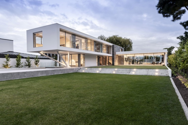 Fendalton House 4 1 web 2 - apartment apartment, architecture, artificial turf, backyard, building, courtyard, estate, facade, grass, home, house, interior design, land lot, landscaping, lawn, mansion, property, real estate, residential area, room, villa, yard, brown, white