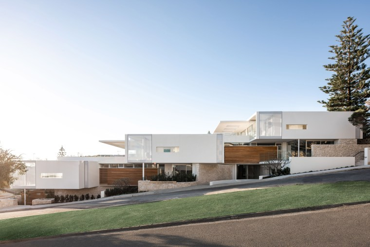 Seen from the street, these apartments are light-toned architecture, building, facade, home, apartments, residential, white, sea views,  Banham Architects