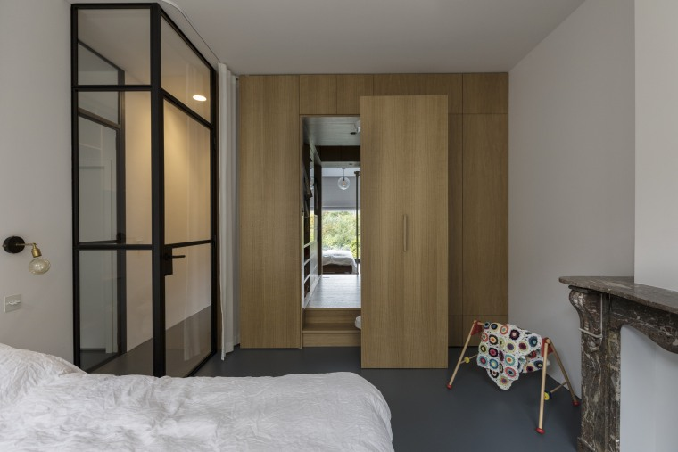 Internal glazing at the entrance to this bedroom apartment, architecture, bed, bedroom, furniture, house, interior design, suite, wall, Cantero Design