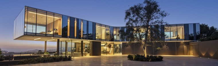 To make the most of unobstructed views of architecture, building, design, facade, glass, windows, courtyard, home, house, interior design, SPF Architects, three story home