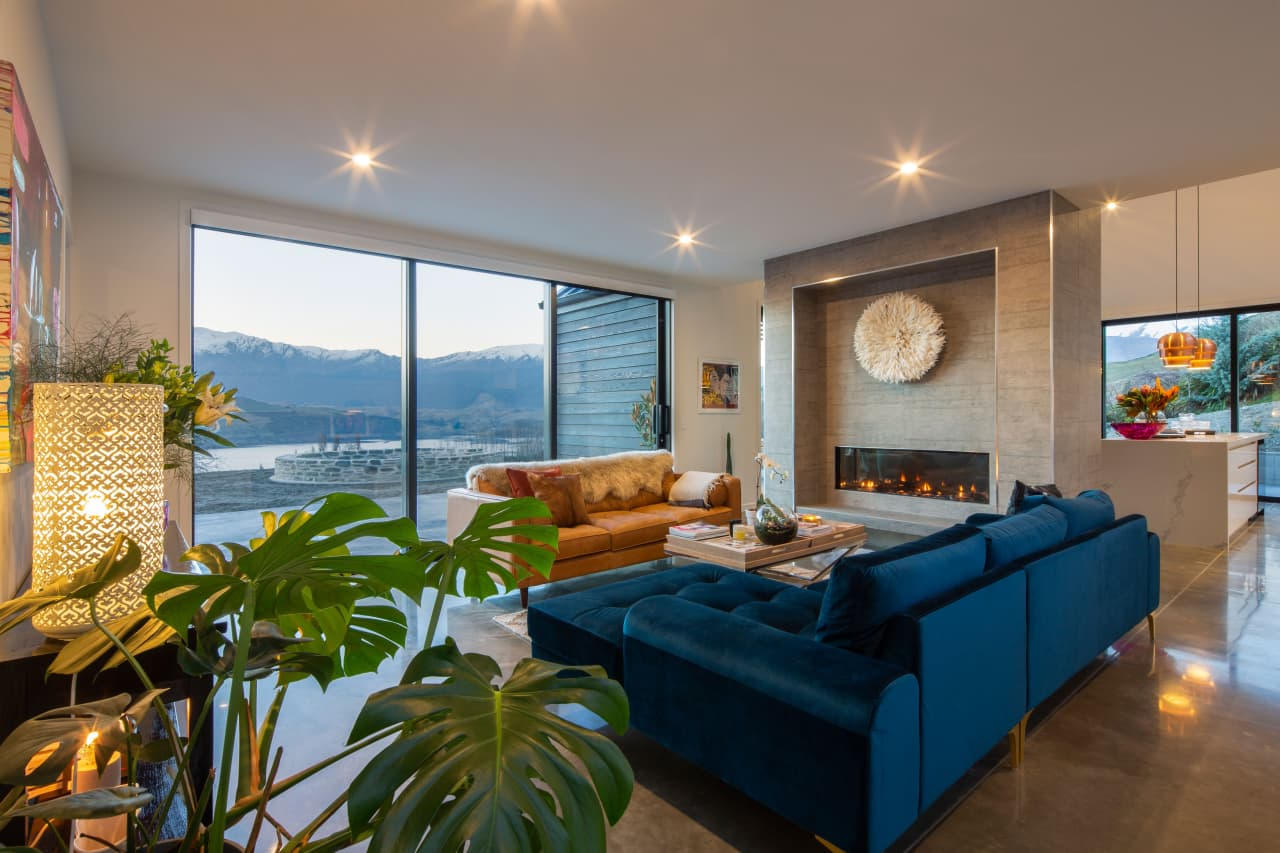 A Blue Velvet Sofa Gives This Queenstown Living Trends