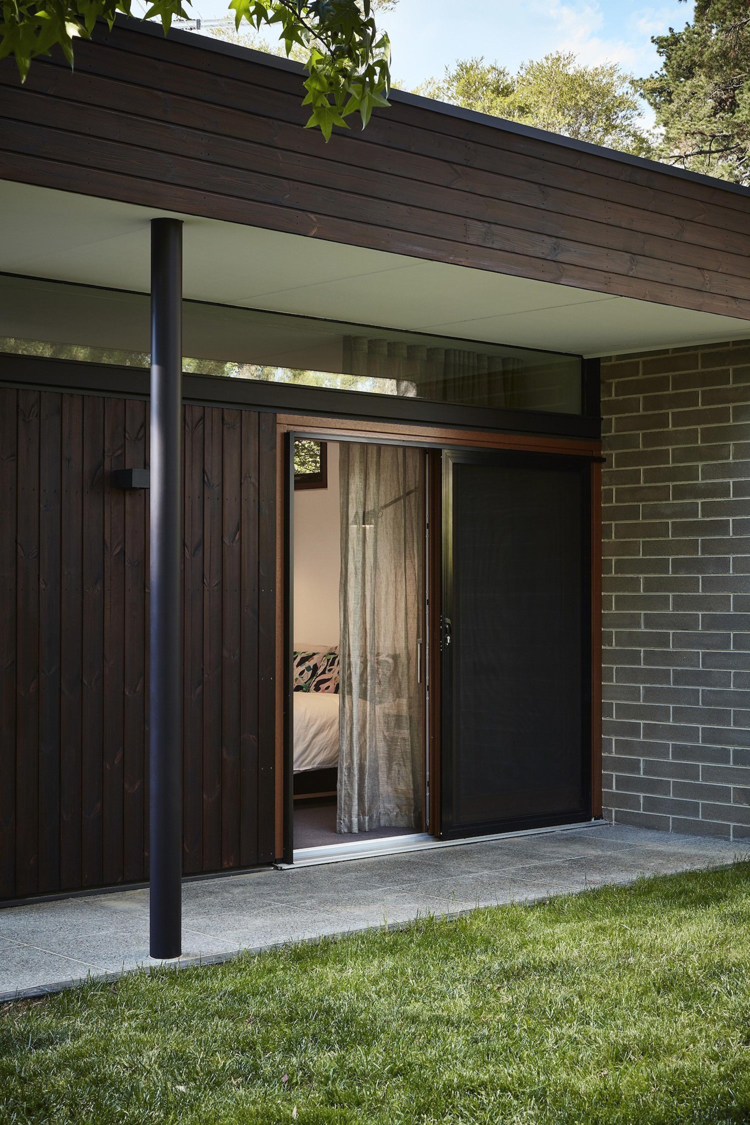 Architect: Architect: Steffen Welsch ArchitectsPhotography: Rhiannon architecture, door, facade, garage door, house, shed, siding, black