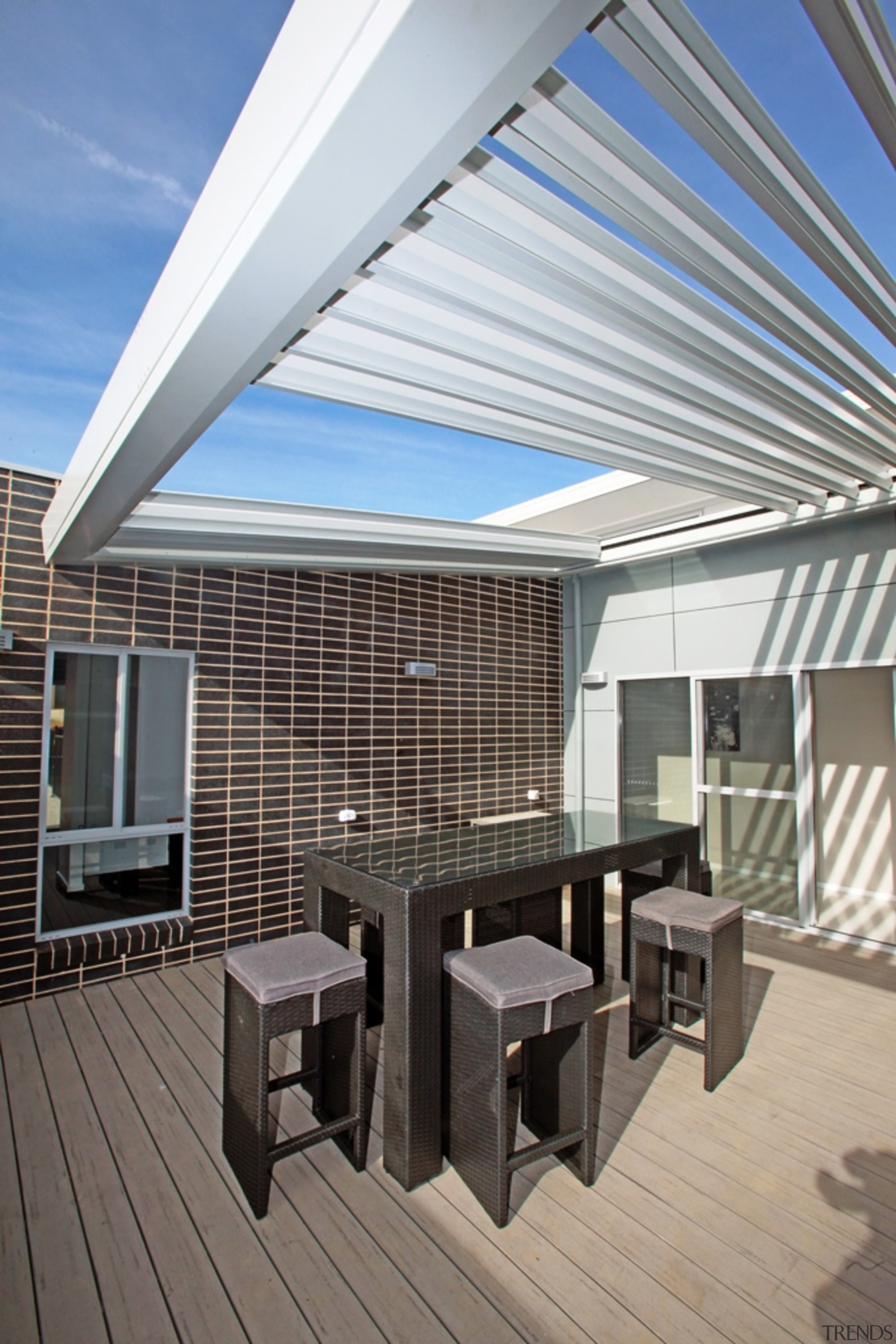 78580_louvretec-new-zealand-ltd_1557360724 - apartment | architecture | building | apartment, architecture, building, ceiling, daylighting, deck, design, facade, furniture, home, house, interior design, patio, pergola, property, real estate, roof, room, shade, gray
