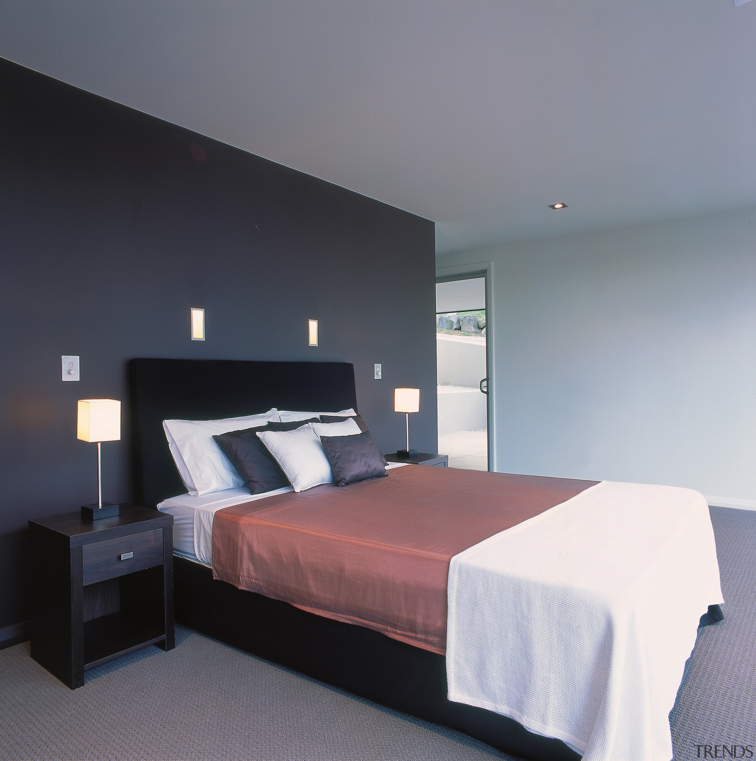 Bedroom with dark coloured feature ... - Gallery - 2 | Trends