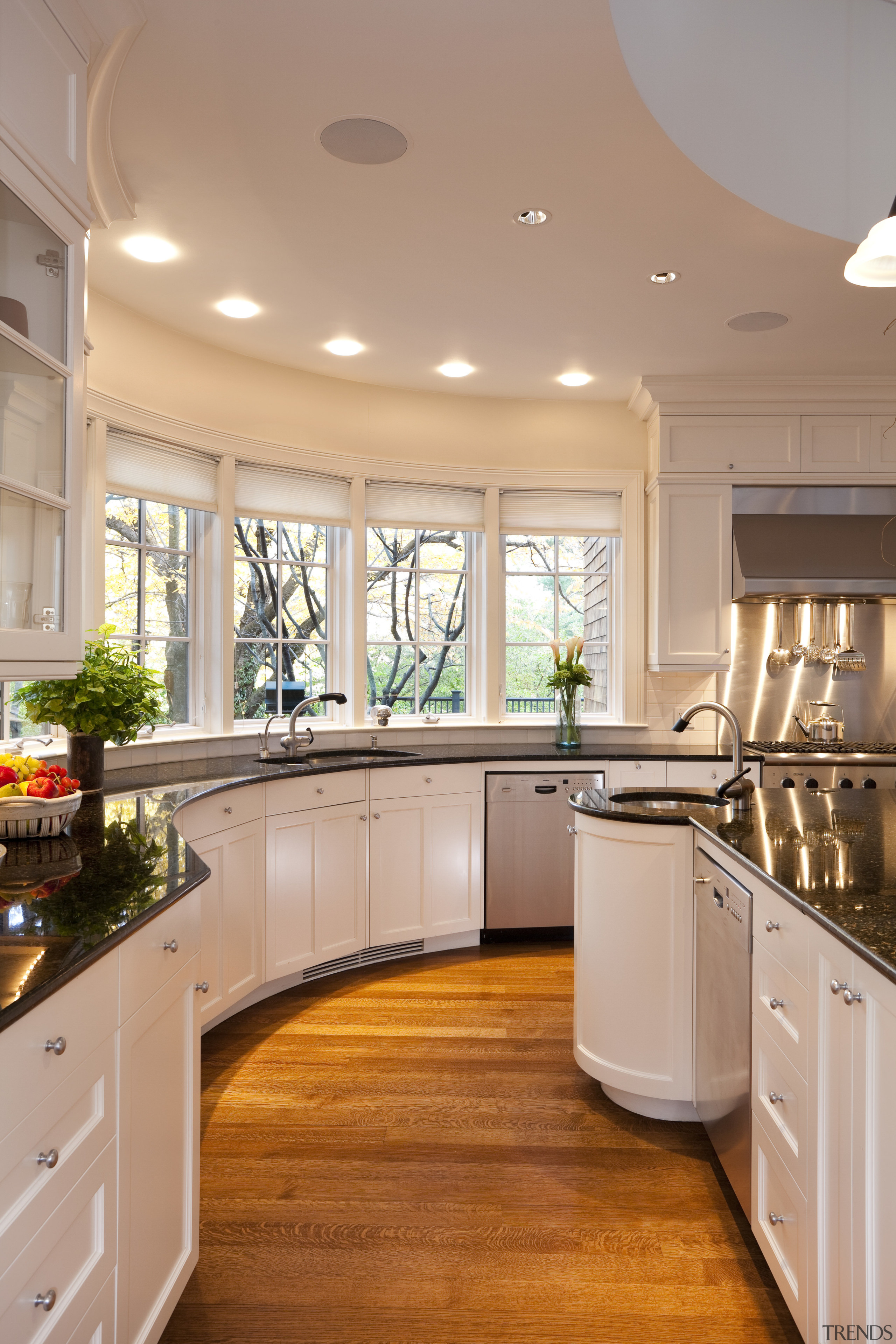 Circular Kitchen White Cabinets D Gallery 3 Trends