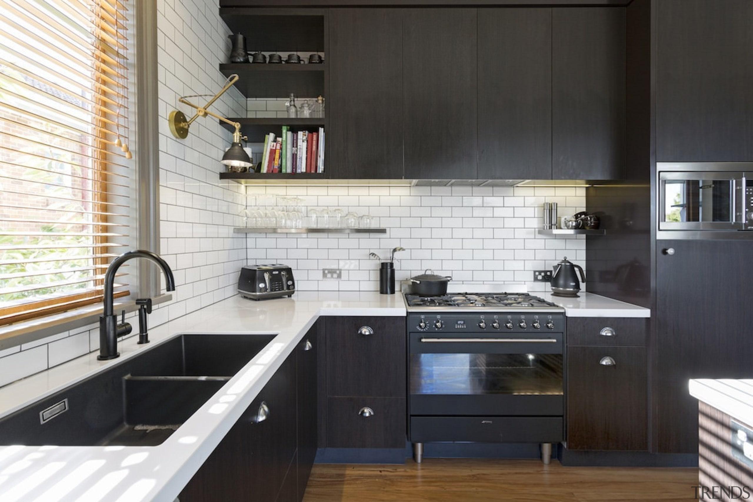 White brick gives the kitchen a New York cabinetry, countertop, cuisine classique, interior design, kitchen, black, white