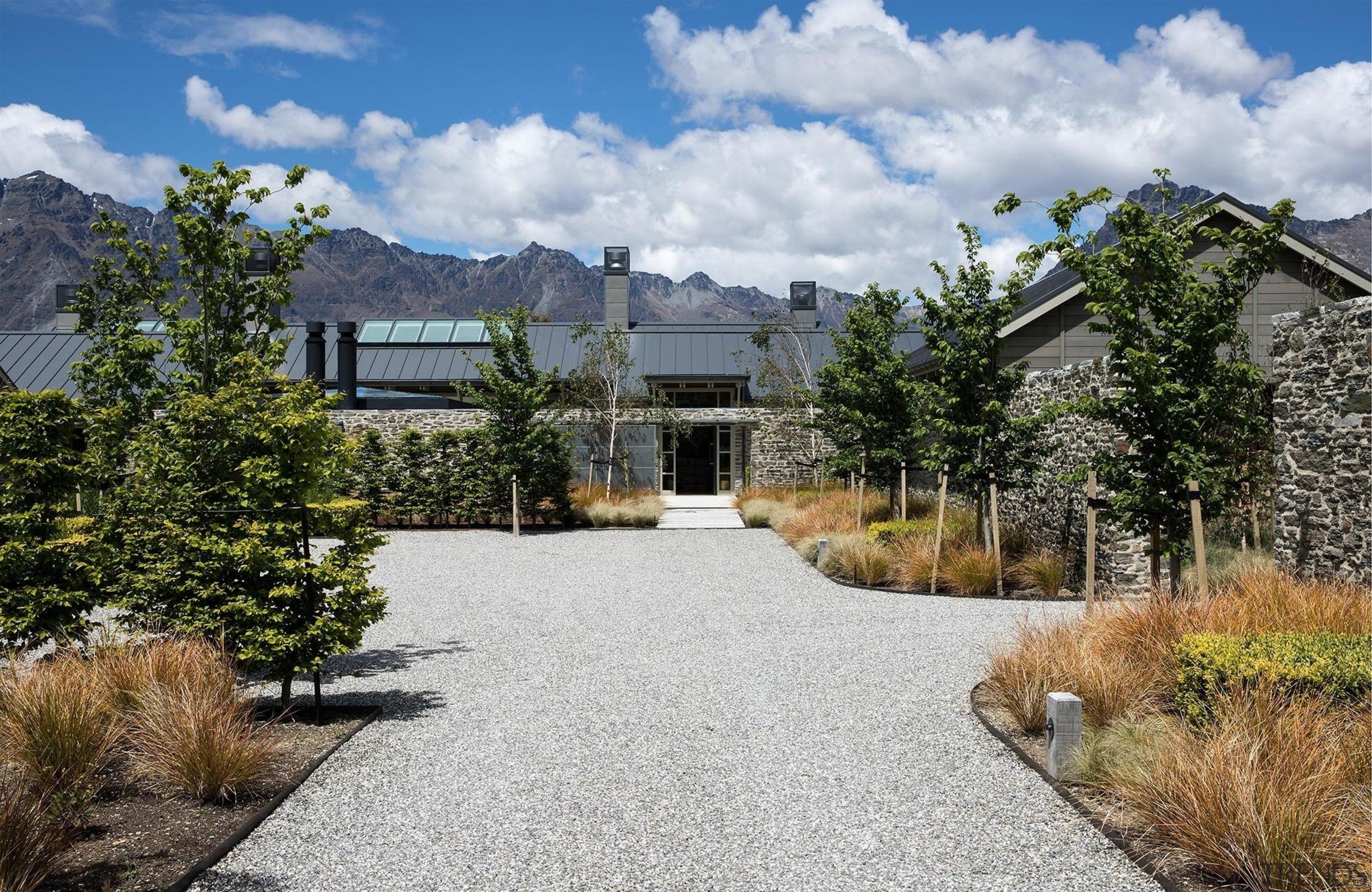 Closeburn Station - Sumich Chaplin - Closeburn Station cottage, estate, home, house, landscape, property, real estate, residential area, sky, gray