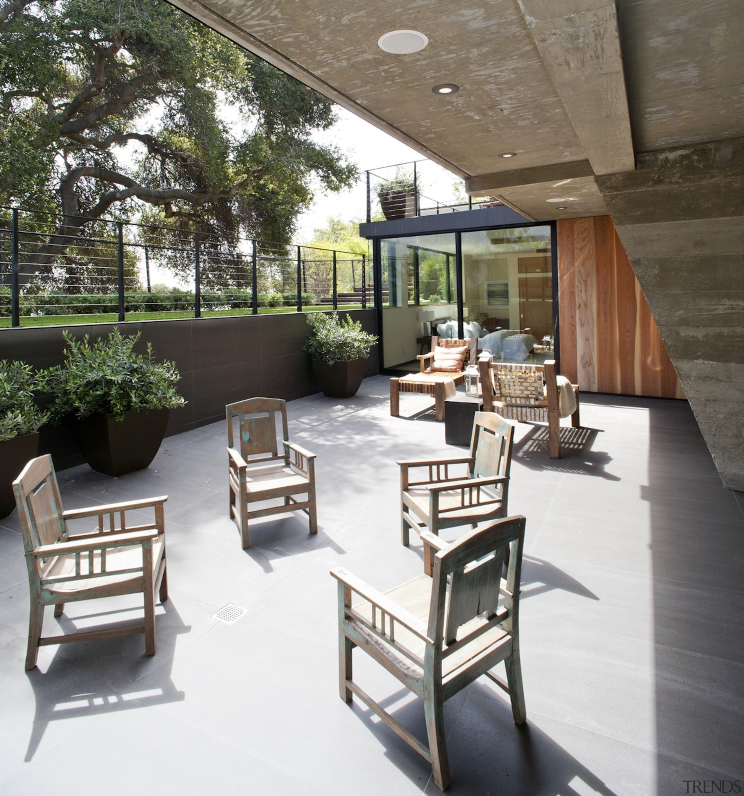 A sunken outdoor area - A sunken outdoor architecture, furniture, interior design, outdoor structure, patio, table, white