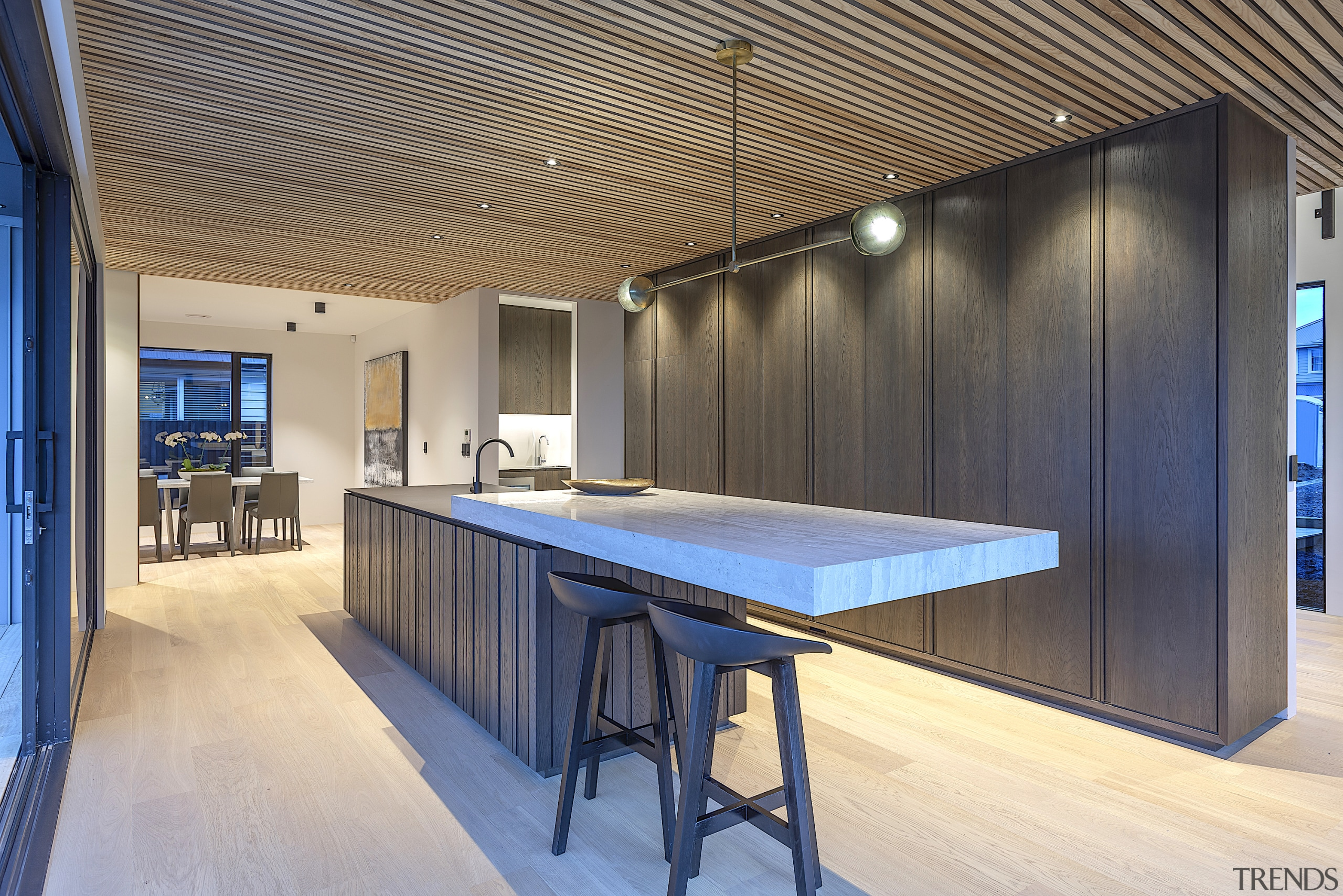 Hangingoutinstyle–for this kitchen by Cube Dentro a cantilevered architecture, building, ceiling, design, floor, flooring, furniture, glass, hardwood, home, house, interior design, office, property, real estate, room, table, wood, gray