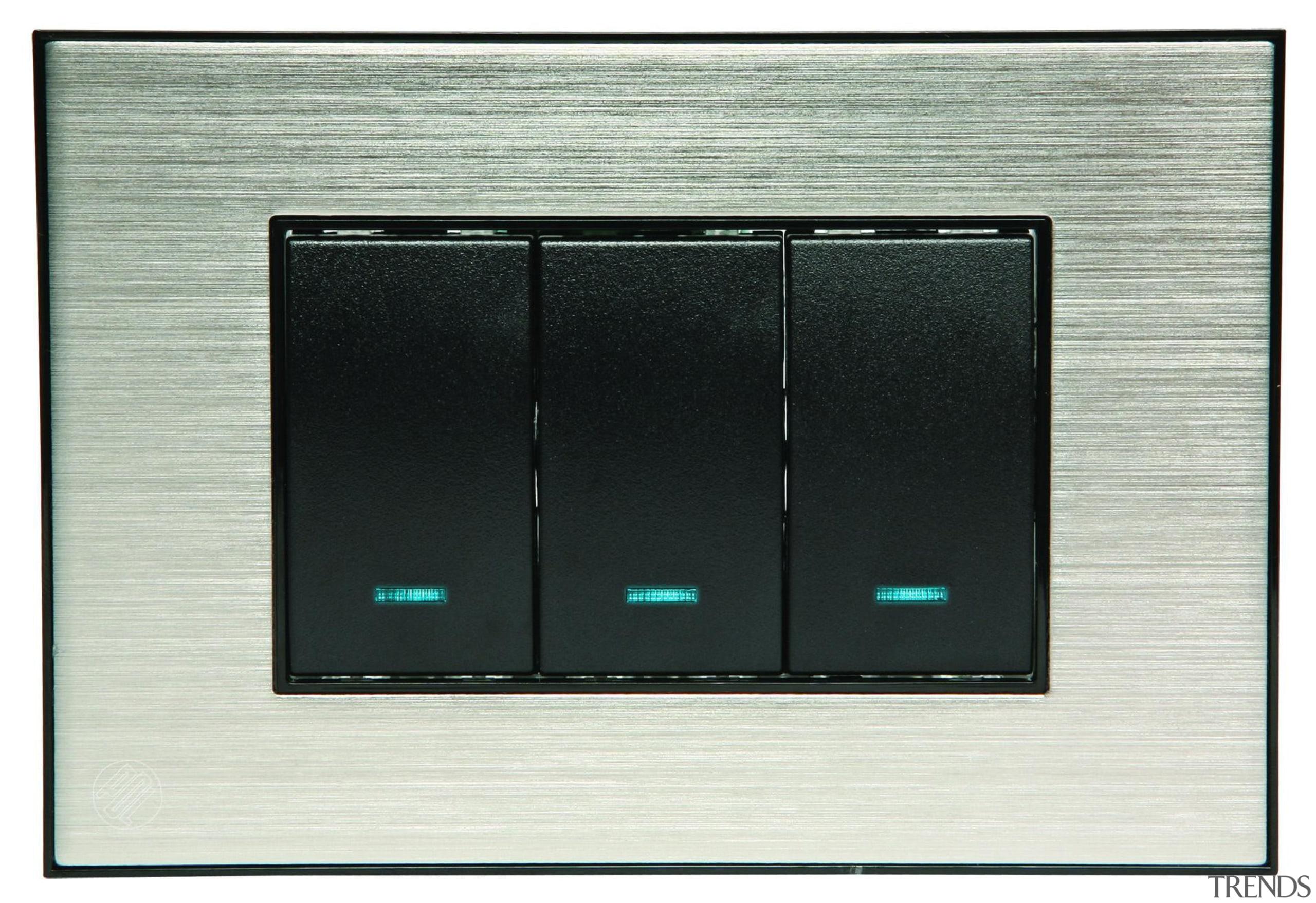strato black 3 switch-0039847 copy.jpg - strato_black_3_switch-0039847_copy.jpg - electronic component, electronic device, technology, white, black, gray