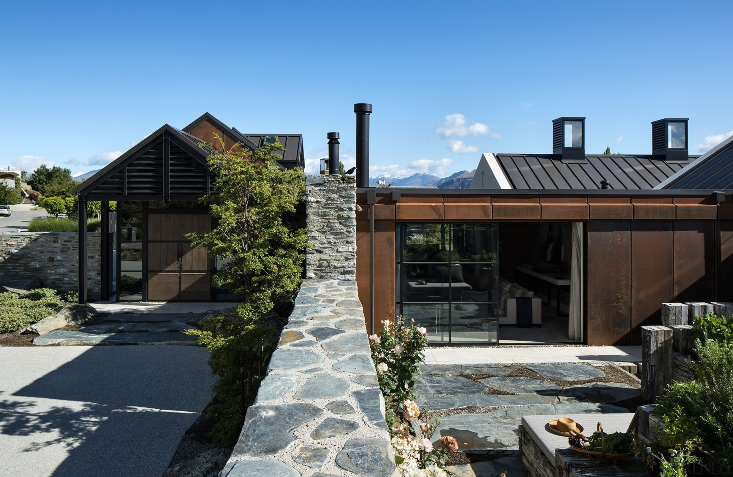 Bardon House - Sumich Chaplin - Bardon House architecture, cottage, estate, facade, home, house, outdoor structure, property, real estate, residential area, roof, siding, black, teal
