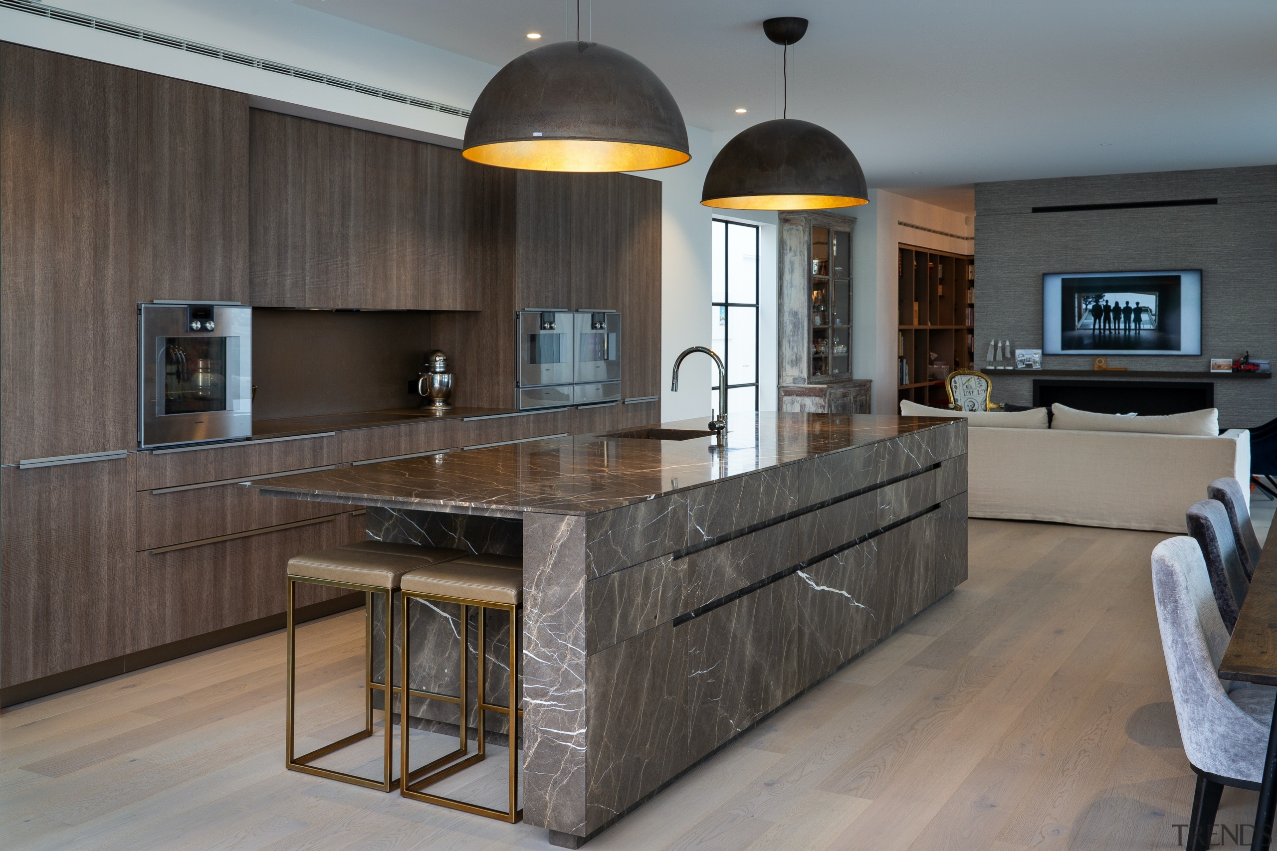 The timber veneer perimeter cabinetry avoids detracting from