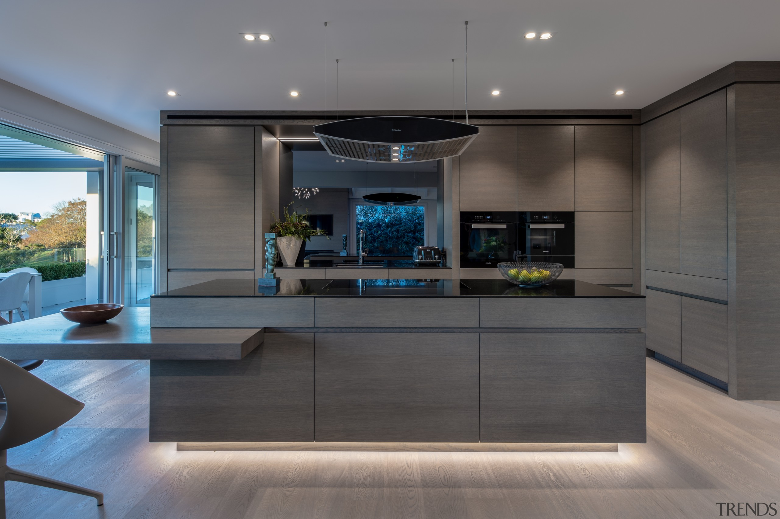 The pared-back kitchen cabinetry in this lakeside home