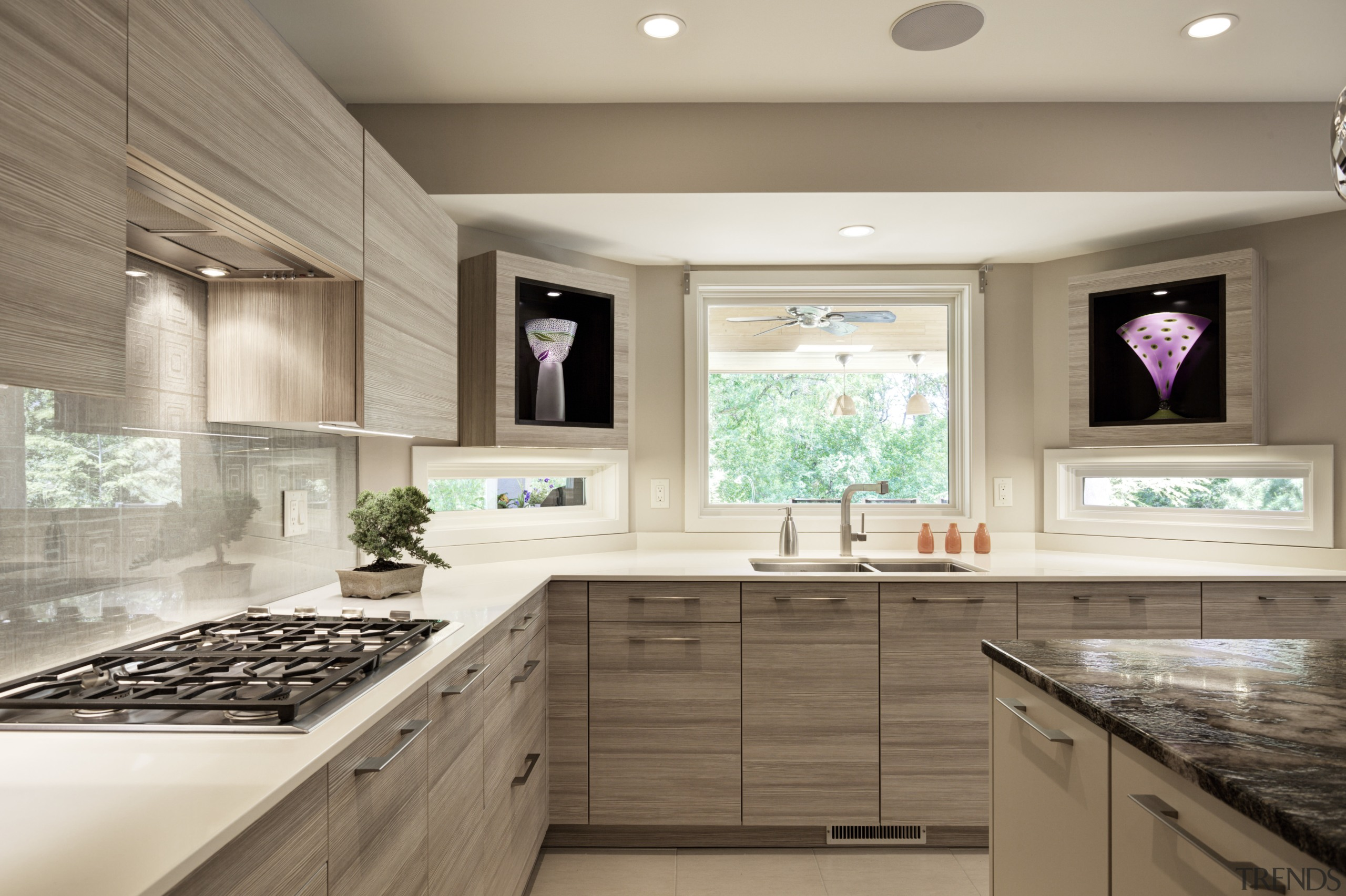 Pale Woodgrain Laminate Kitchen By Gallery 5 Trends